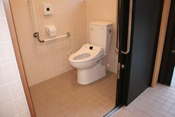 車イス用トイレ2