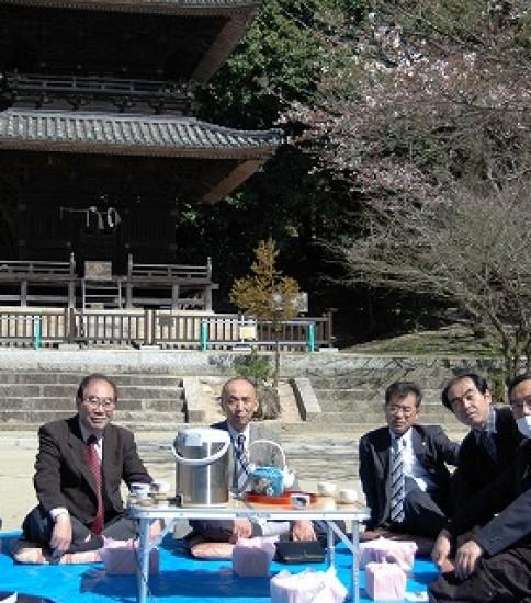 大人の花見ができる熊野神社