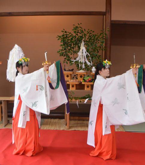 新渓園にて「浦安の舞」奉納
